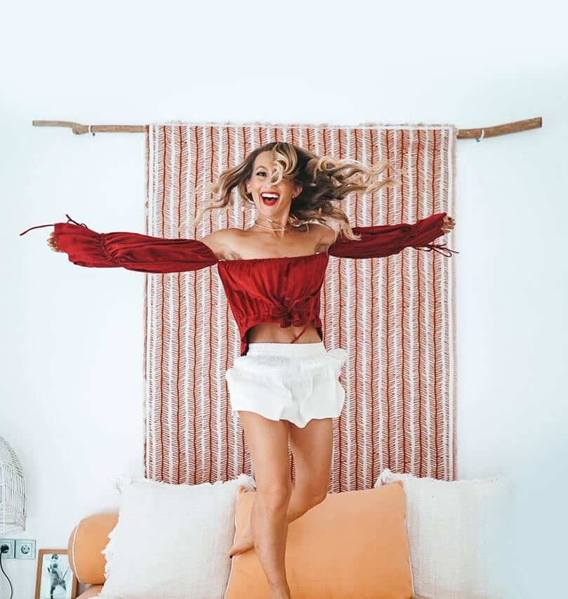 Elaina-jumping-mobile
